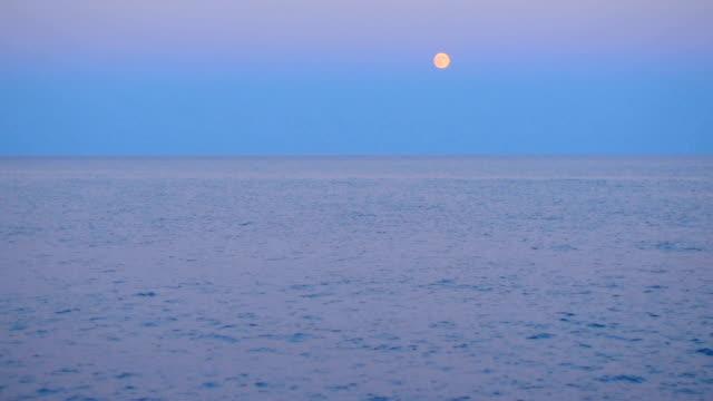Début de soirée sur une mer calme