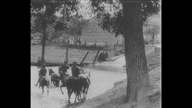early footage of french soldiers training us soldiers / a large group of us soldiers marches over a bridge / a few us soldiers walk horses along a... - trench stock videos & royalty-free footage