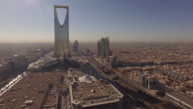 early morning aerials of central riyadh, saudi arabia - サウジアラビア点の映像素材/bロール