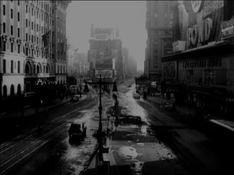 early morning in times square - broadway manhattan stock-videos und b-roll-filmmaterial