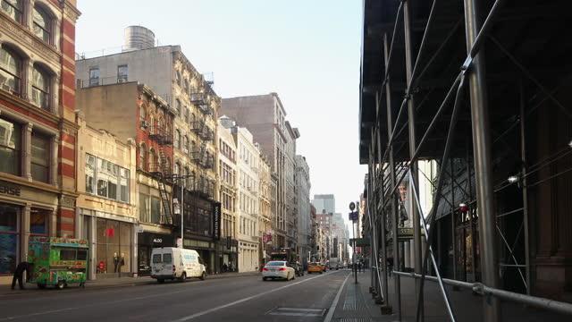early morning new york city manhattan street footage - broadway manhattan stock videos & royalty-free footage