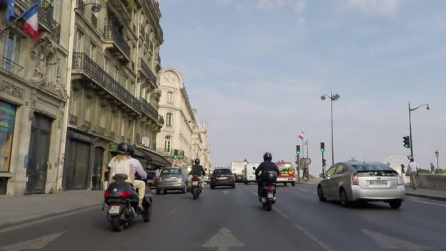 vidéos et rushes de tôt le matin sur le quai anatole france, vous passez devant le musée d'orsay - conduire