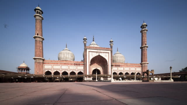 tl, ds early morning worshippers arrive at jama masjid mosque / delhi, india - religion stock videos and b-roll footage