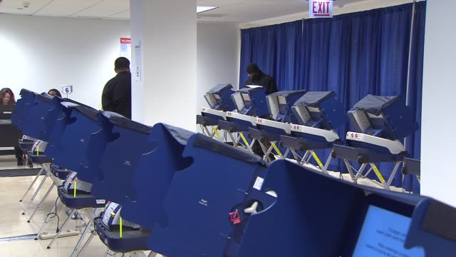stockvideo's en b-roll-footage met wgn early voting for the illinois primary began on march 03 2014 in chicago illinois - stembus