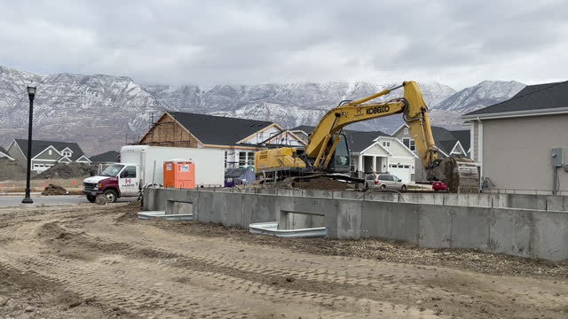earth mover at housing estate construction site in lehi, utah, u.s., on wednesday, december 16, 2020. - lehi stock videos & royalty-free footage
