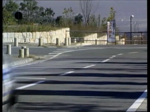 stockvideo's en b-roll-footage met kyoto cs exhaust pipe coughing out fumes and water droplets sign 'research institute of innovative technology for the earth' as methanol powered car... - toyota motor