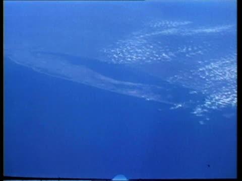 vidéos et rushes de wa earth view, over florida keys, bahamas and martinique, apollo 9, from space - martinique