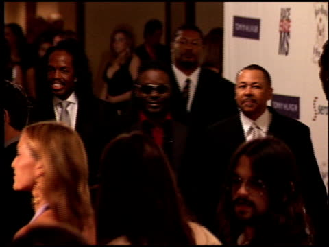 vidéos et rushes de earth wind and fire at the race to erase at the westin century plaza hotel in century city, california on april 22, 2005. - race to erase ms