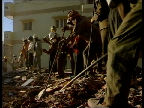 aftermath/aid appeal earthquake aftermath/aid appeal itn india gujarat men digging in rubble cs acetylene torch cutting through metal bar gv digger... - グジャラート州点の映像素材/bロール
