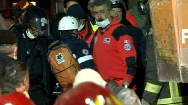 earthquake aftershock / rescue efforts l'aquila photography * * rescue workers carrying along valeria esposito on stretcher ends - terremoto video stock e b–roll