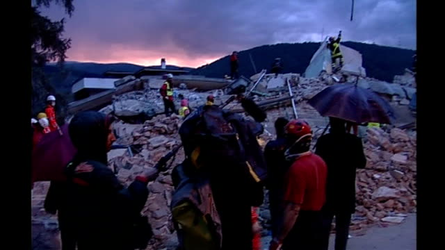 at least 90 dead / rescue operation underway italy l'aquila italian emergency rescue teams searching for survivors amongst rubble of destroyed... - terremoto video stock e b–roll