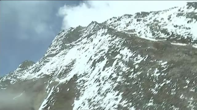 mount everest aftermath nepal lukla ext rescue helicopter flying past men unloading covered body of avalanche victim from helicopter men carrying... - khumbu stock videos and b-roll footage