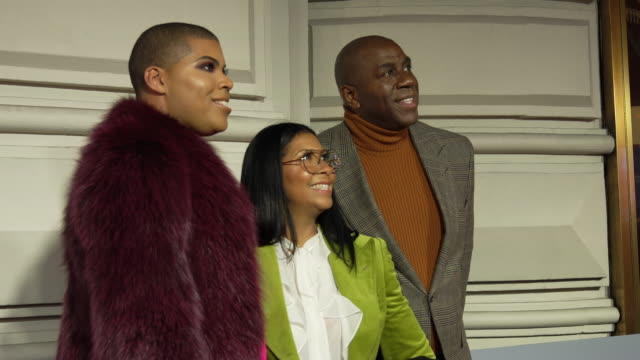 """earvin """"magic"""" johnson and cookie johnson at the opening night of """"to kill a mockingbird"""" on broadway"""" at shubert theatre on december 13, 2018 in new... - マジック・ジョンソン点の映像素材/bロール"""