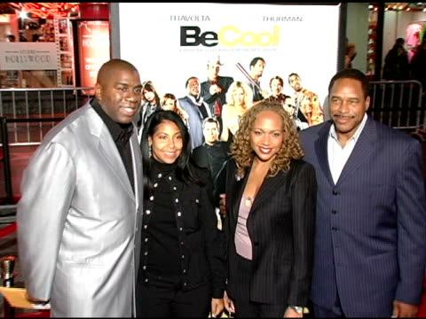 vídeos y material grabado en eventos de stock de earvin 'magic' johnson and earleatha 'cookie' kelly at the 'be cool' los angeles premiere at grauman's chinese theatre in hollywood california on... - magic johnson