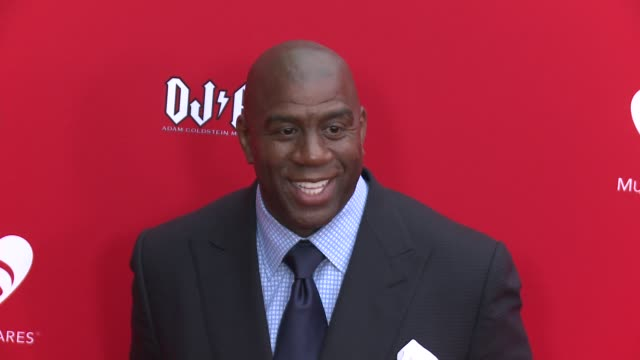 vídeos de stock e filmes b-roll de earvin 'magic' johnson at the 12th annual musicares map fun benefit concert honoring smokey robinson at the novo by microsoft on may 19 2016 in los... - benefit concert