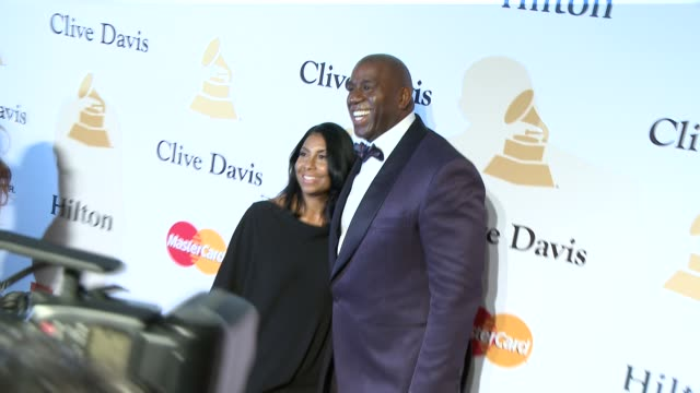 vídeos de stock e filmes b-roll de earvin magic johnson at the pregrammy gala and salute to industry icons honoring martin bandier at the beverly hilton hotel on february 07 2015 in... - the beverly hilton hotel