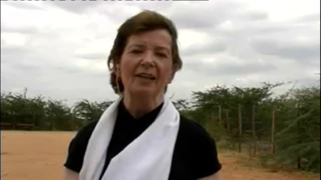 declares famine in southern somalia; england: london: gir: ext mary robinson 2-way interview from dadaab refugee camp in kenya sot - itvイブニングニュース点の映像素材/bロール