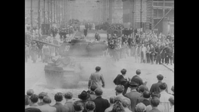east berliners throw stones at soviet tanks during uprising - 冷戦点の映像素材/bロール