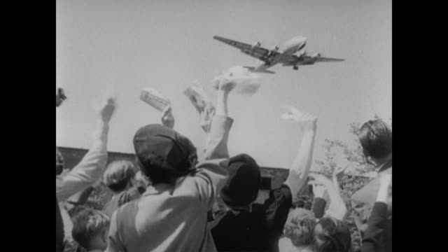 east berliners wave white flags at planes during berlin airlift - 1948 stock-videos und b-roll-filmmaterial