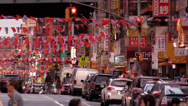 vídeos de stock, filmes e b-roll de chinatown de east broadway em new york city - bairro chinês
