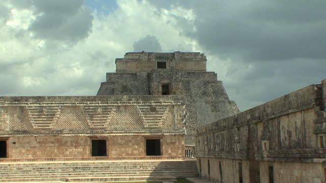 zo ws east building of nunnery quadrangle with adivino (pyramid of magician) in background, pre-columbian ruined city of maya civilization / uxmal, yucatan, mexico - pre columbian stock videos & royalty-free footage