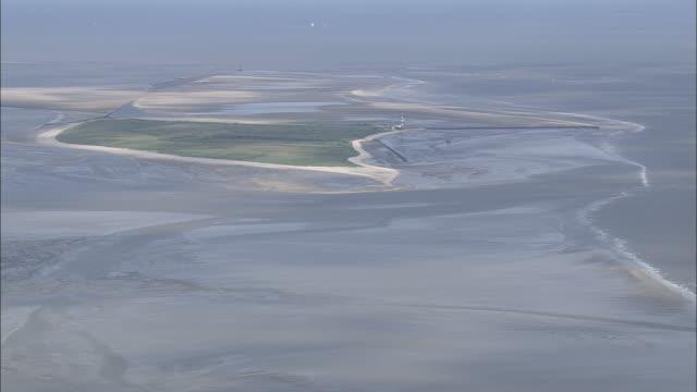 vídeos de stock e filmes b-roll de east frisian islands and sand bars - banco de areia