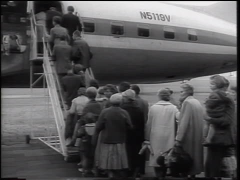 east german refugees boarding airplane / beginning of berlin wall / west germany - 1961 stock-videos und b-roll-filmmaterial