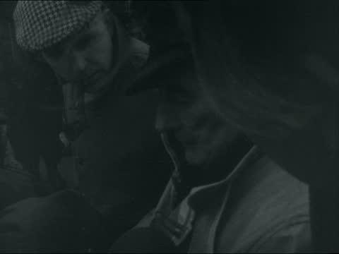 vídeos y material grabado en eventos de stock de east goodwin lightship and lifeboat; england: dover: ext walmer lifeboat along cms men onto quay from lifeboat more men onto quay fred upton cms men... - barco faro