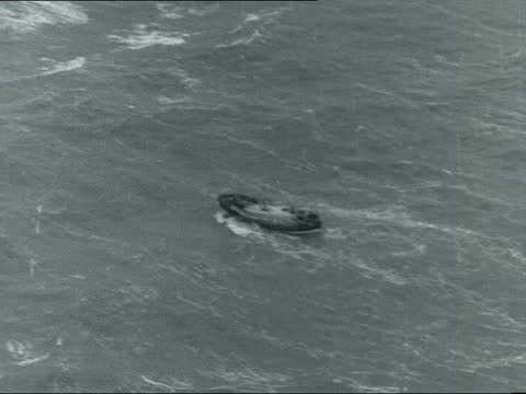 east goodwin lightship and lifeboat; england: off deal: ext air view shots of east goodwin lightship in rough seas gvs of lightship with the... - 灯台船点の映像素材/bロール