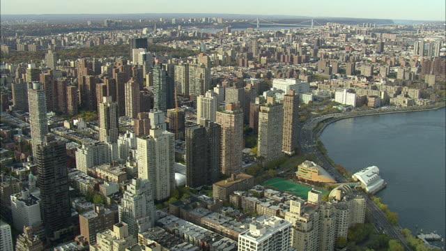 aerial ws east harlem and harlem river / new york city, new york, usa - ハーレム点の映像素材/bロール