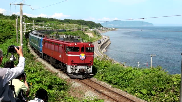 east japan revived operations of the rapid train kaikyo which used to travel between aomori and hakodate for a special limited edition single round... - gara sportiva individuale video stock e b–roll