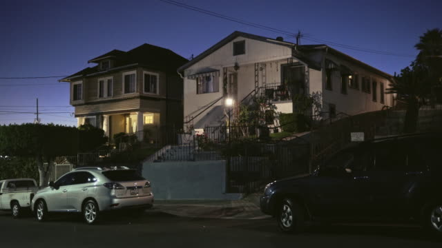 vídeos y material grabado en eventos de stock de east los angeles multi family homes - night - establishing shot