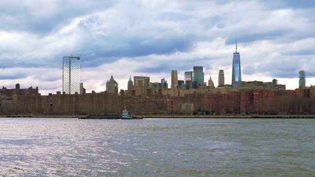 ブルックリンのイースト・マンハッタン - はしけ点の映像素材/bロール