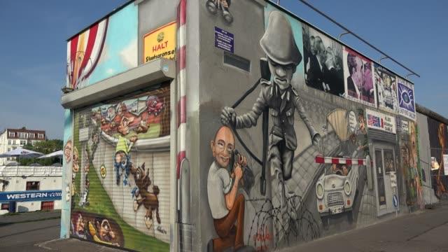vídeos de stock, filmes e b-roll de east side gallery, berlin, germany, europe - east berlin