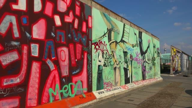 vídeos y material grabado en eventos de stock de east side gallery, berlin, germany, europe - east berlin