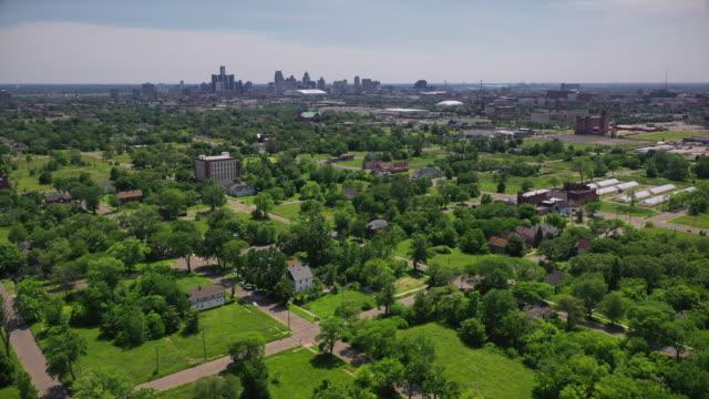 vídeos y material grabado en eventos de stock de east side neighbourhood in detroit - ciudad muerta