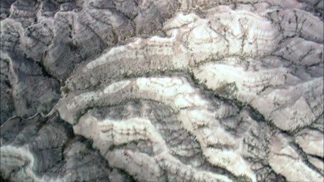stockvideo's en b-roll-footage met oostzijde van badlands national park - luchtfoto - zuid-dakota, jackson county, verenigde staten - badlands national park