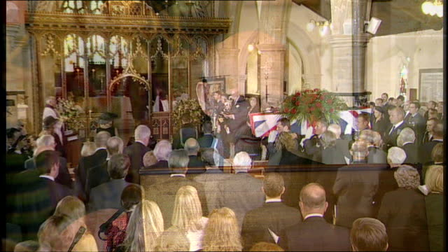east sussex brighton ext funeral cortege along to church coffin of henry allingham carried by three royal navy and three royal air force servicemen... - kanzel stock-videos und b-roll-filmmaterial