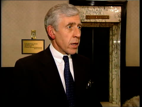 vídeos y material grabado en eventos de stock de east sussex brighton jack straw mp interview sot 'the demands of the captors are not clear we have no contact with the captors the slightly better... - east sussex