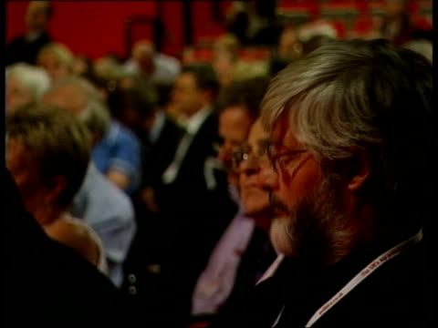 east sussex brighton int walter wolfgang removed from seat by stewards ms jack straw mp speaking at podiumabout iraq war sot wolfgang and younger man... - menschlicher arm stock-videos und b-roll-filmmaterial
