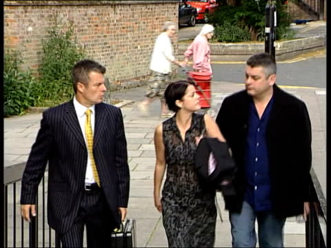 eastenders actress drink drive charge itn london actress elaine lordan towards past as arriving at court - イーストエンダーズ点の映像素材/bロール