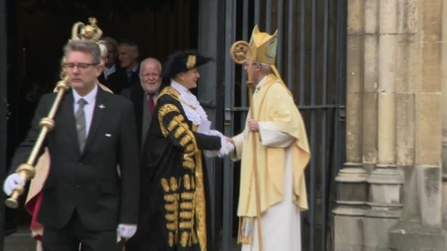 archbishop of canterbury delivers easter sermon departure england kent canterbury canterbury cathedral ext most reverend justin welby leaves... - ジャスティン・ウェルビー点の映像素材/bロール