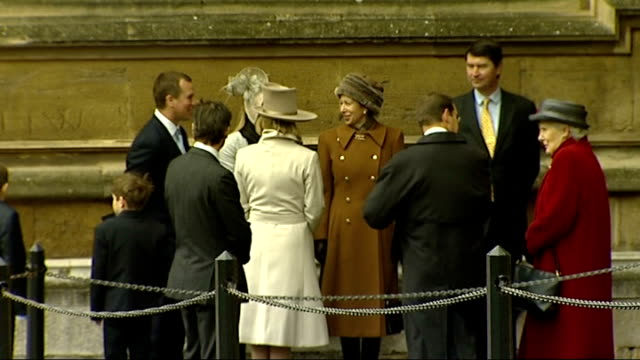 vídeos de stock e filmes b-roll de royal family arrivals at st george's chapel in windsor england berkshire windsor st george's chapel ext prince andrew princess anne vice admiral... - clero