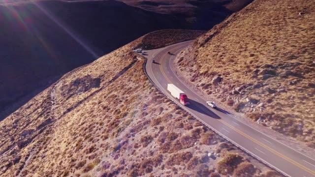 stockvideo's en b-roll-footage met eastern california highway - luchtfoto - westelijke verenigde staten