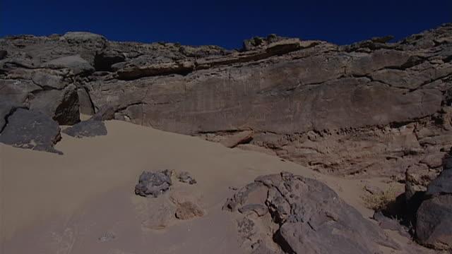 eastern desert rock art. animal petroglyphs at hans winkler's famous site 26 in wadi abu wasil in the eastern desert. - extreme terrain stock videos & royalty-free footage