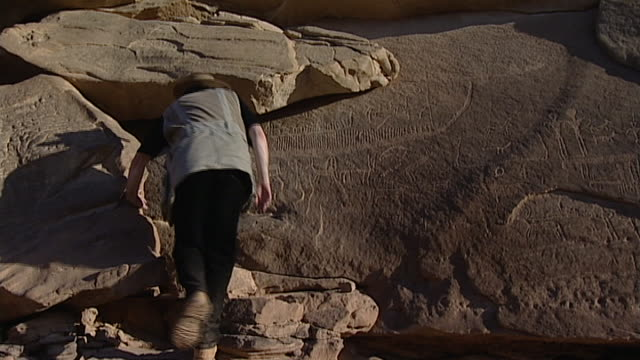 eastern desert rock art. b-roll of egyptologist david rohl on the eastern desert archaeological survey of predynastic petroglyphs in the eastern... - archaeologist stock videos & royalty-free footage