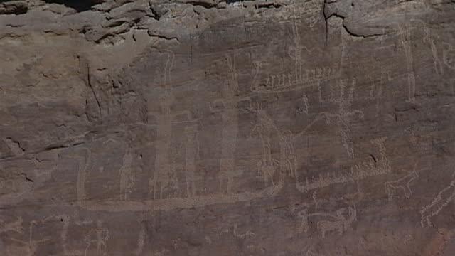 eastern desert rock art. mcu animal petroglyphs at hans winkler's famous site 26 in wadi abu wasil in the eastern desert. - extreme terrain stock videos & royalty-free footage