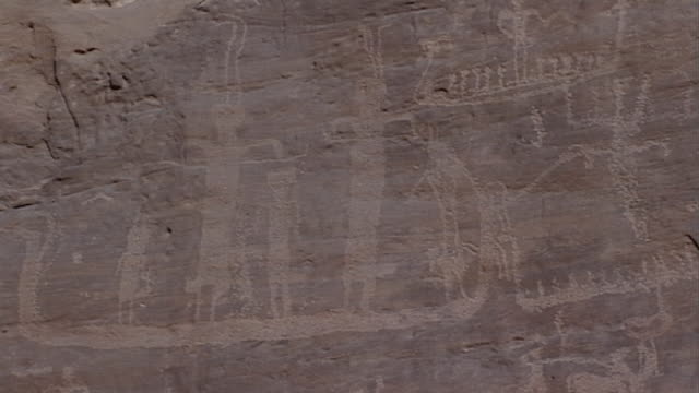 eastern desert rock art. pan-right across the petroglyphs at hans winkler's famous site 26 in wadi abu wasil in the eastern desert. - extreme terrain stock videos & royalty-free footage