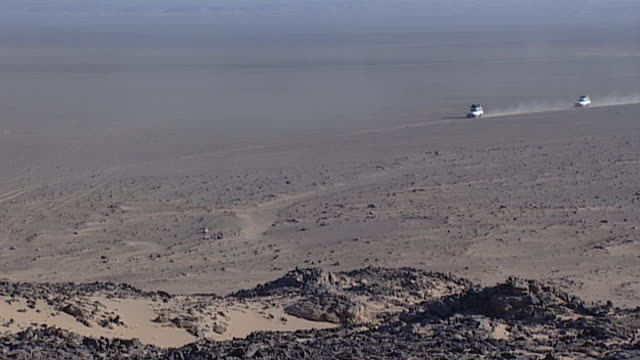 eastern desert view of a jeep convoy in the desert - extreme terrain stock videos & royalty-free footage