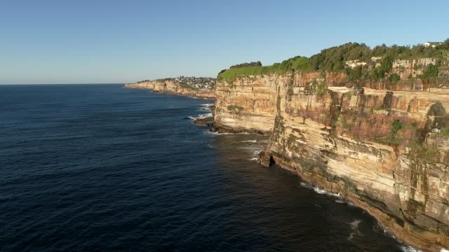eastern suburbs of sydney city on steep sandstone cliffs facing pacific ocean with endless waves undermining australian coast. - sandstone stock videos & royalty-free footage
